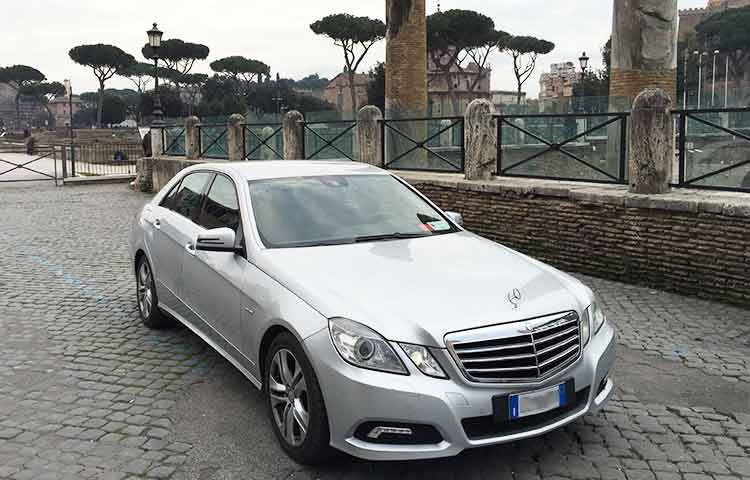 Hire private taxi Rome